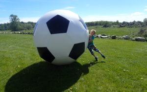 Stora Fotbollen, Gigantiskt fotboll, hyra hoppborg, kick-off, after work, aw, barnkalas, firmafest